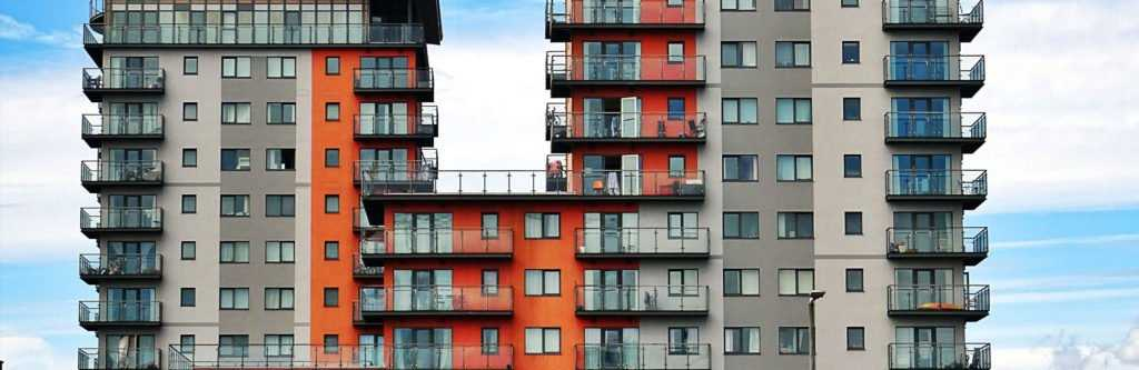 How much should you have in savings before renting an apartment?